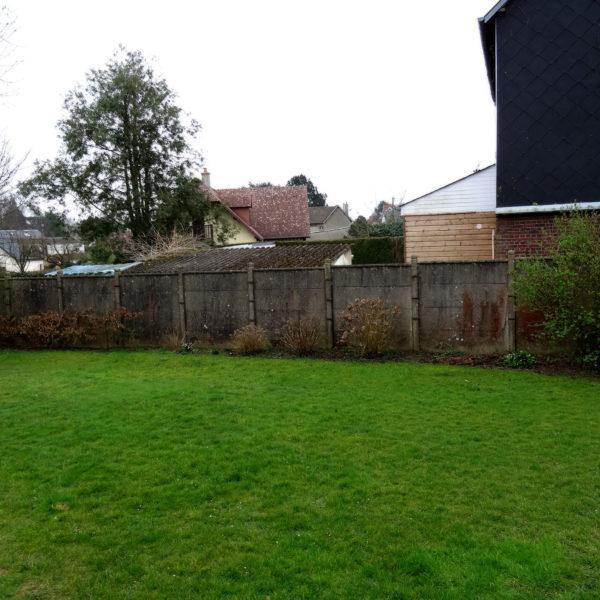 Avant (before) – Plate-bande en fond de jardin - Le charme de la pierre et du design - Vert Iris